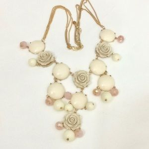 Jewelry - Pale rose bubble gold statement necklace